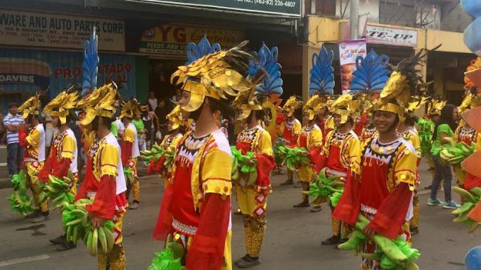 ダバオ・カダヤワン祭の週末4連休へ