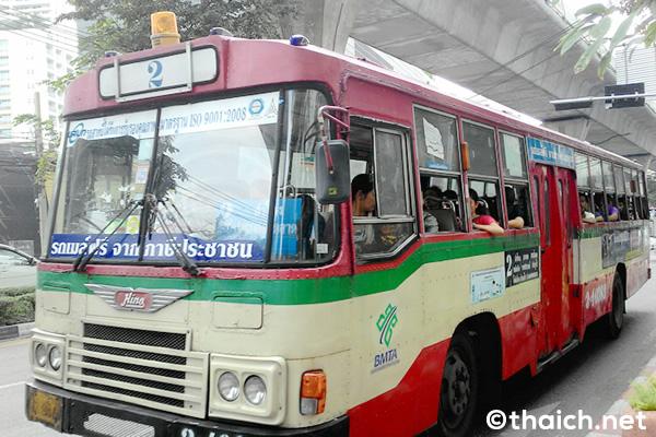 バンコクの路線バスから、名物車掌が消える?!