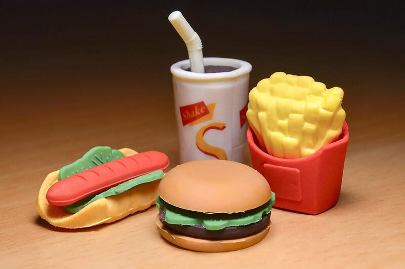 食事中の携帯は「お預け」、家族の絆重視でシンガポールのマックが新機軸