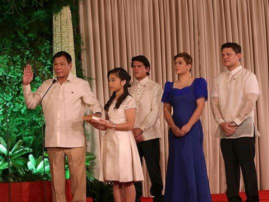 フィリピン・ドゥテルテの選挙公約、達成できずと見放す世論