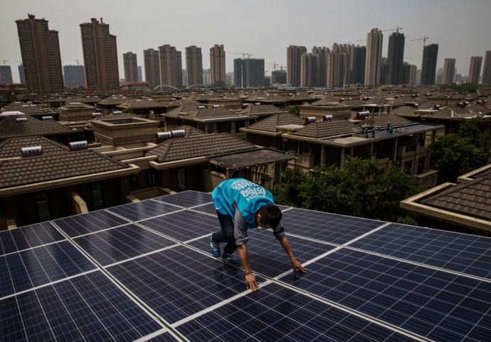 日本を突然撤退した中国太陽電池大手、 資金難か
