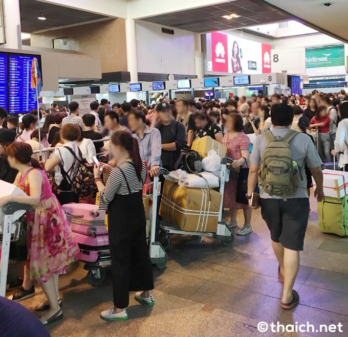 春節で空港大混雑、中国人旅行者であふれるタイ