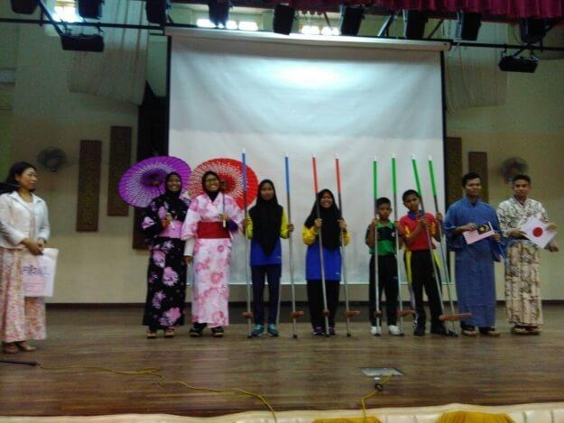 マレーシア日本大使館が現地の学校を訪問 日本文化・留学をアピール