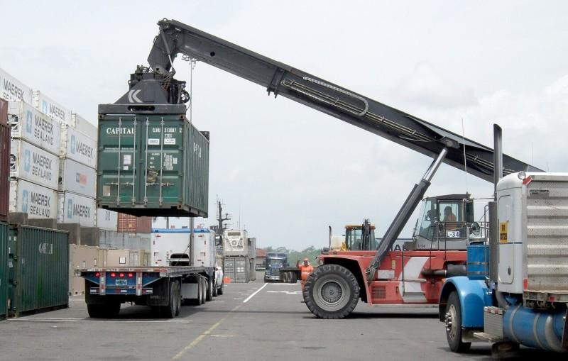 シンガポールでコンテナトラックをAI追跡 密輸摘発向上へ