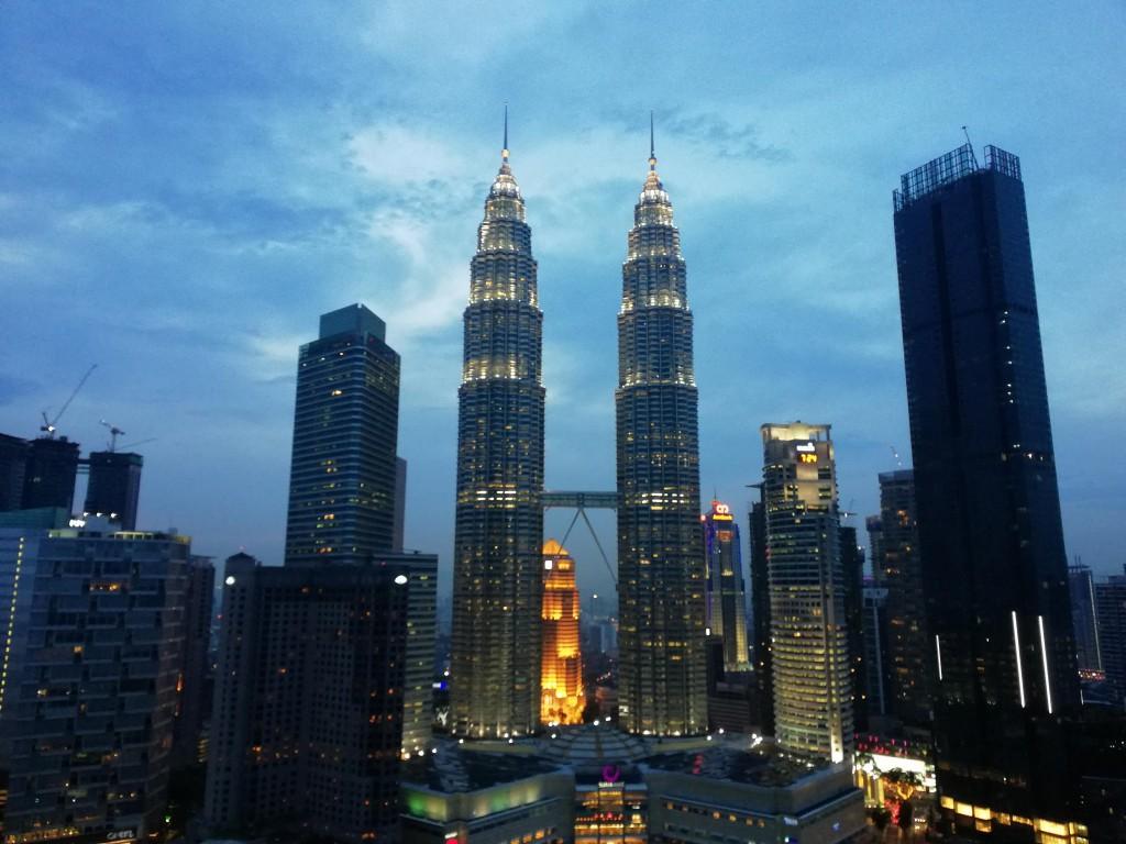 マレーシアのナジブ前首相が事情聴取を受ける