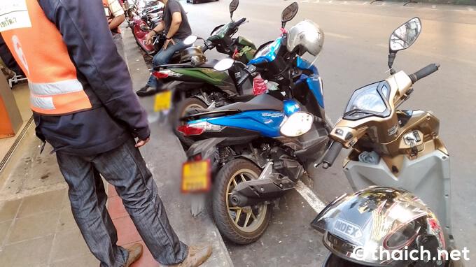 バンコクのバイクタクシー300台が「グラブバイク」反対デモ