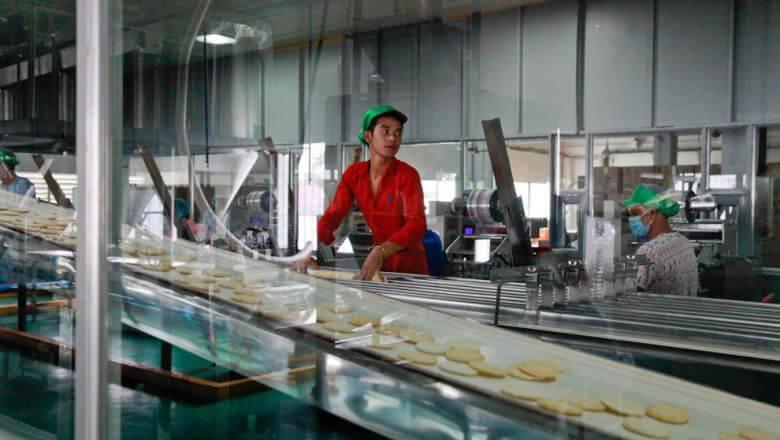 カンボジアのリーリー社が亀田製菓との合同出資で1,600万ドルを投資