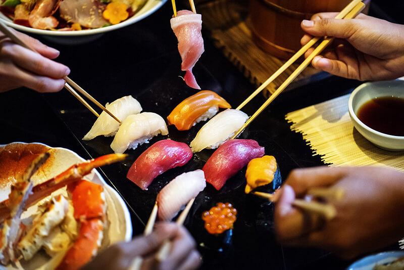 訪日外国人に日本の飲食店について街頭インタビュー、満足度45%の一方で、多言語対応に課題