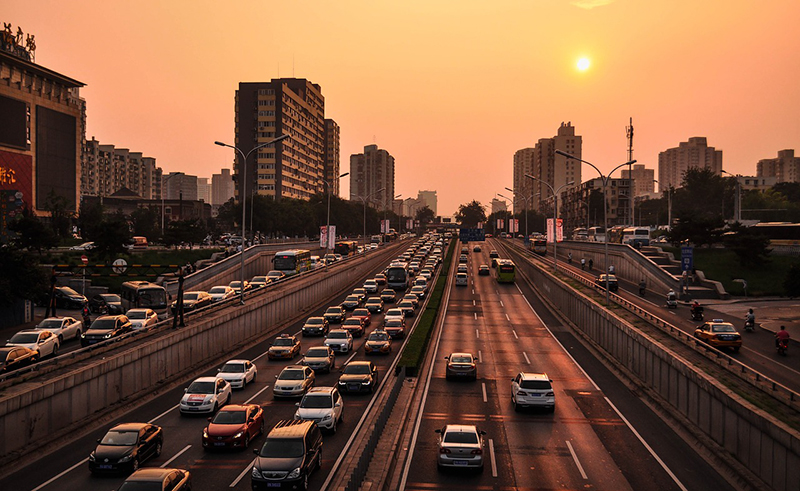 中国:失速する中国経済 政府は個人消費とインフラの後押しを図る