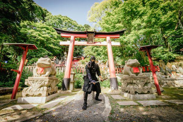 京都・伏見稲荷に忍者アクティビティ、外国人観光客にも多言語対応