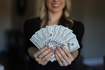 豪:800億ドル規模の雇用維持策を発表 給与支払いを助成