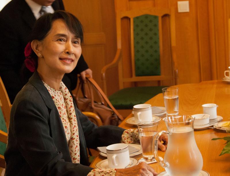 来日したミャンマーのアウン・サン・スーチー国家顧問 ロヒンギャ問題で「透明性」を強調