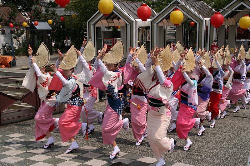 徳島「阿波踊り」会場でスマホ決済アンケート実施、飲食店オーナーは導入に前向き