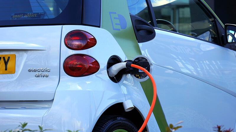 中国国内の電気自動車の個人情報データを政府に送信 テスラ・日産などが許可