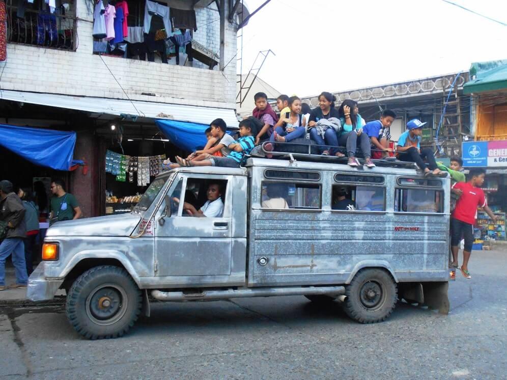 フィリピン庶民の足「ジプニー」が消える日