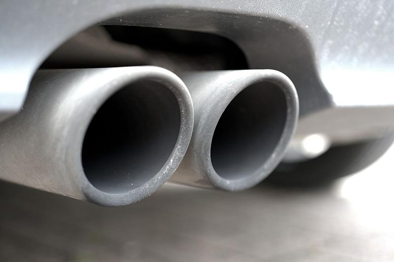 欧州議会が自動車排ガス規制案を採択、30年までに40%削減へ