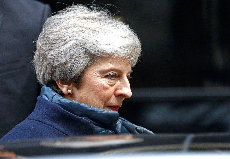 英閣僚4人が辞任へ、メイ首相の税関案をEUは拒否=英紙