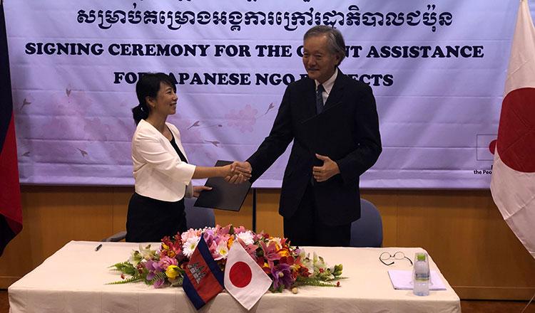日本政府がカンボジアのNGOに資金援助 食や栄養のために692,522米ドル