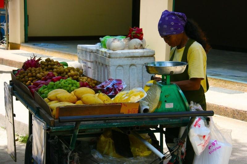 タイ:外国人労働者の屋台販売を摘発