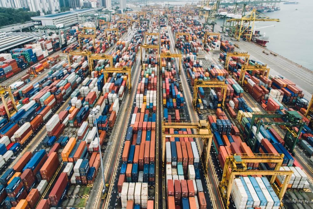 シンガポール:3月の非石油輸出12%減、電子の伸び6年ぶり低さ