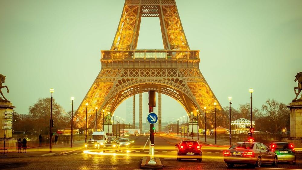 パリでも反温暖化デモ、ソシエテジェネラルなど大手企業封鎖