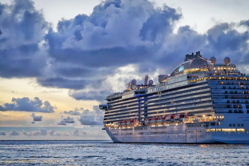 新潟に県内過去最大級の大型クルーズ船2隻が寄港、特産品のブースなどで乗客をお迎え