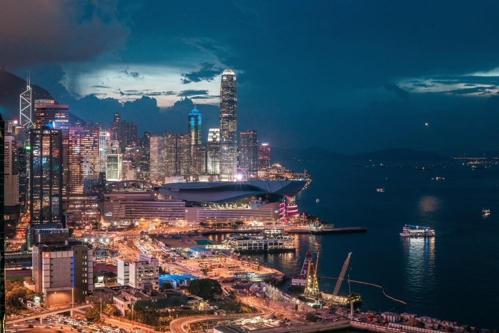 香港で平和的抗議集会、主催者「170万人参加」