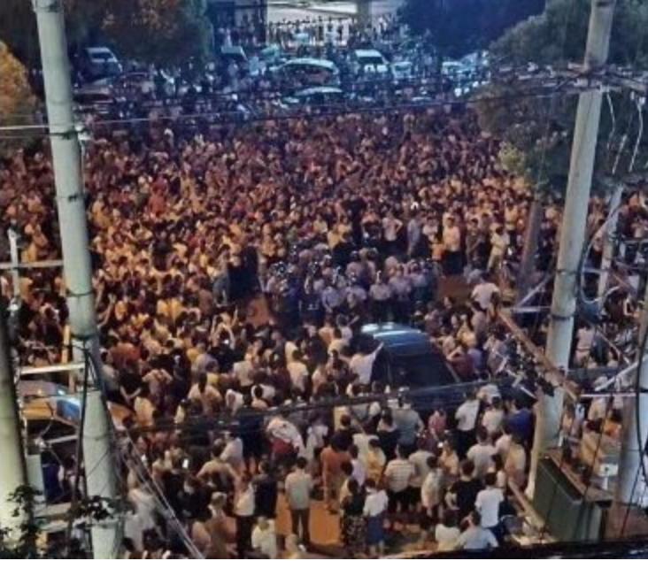 中国武漢市、市民1万人が抗議デモ ごみ焼却場建設反対で