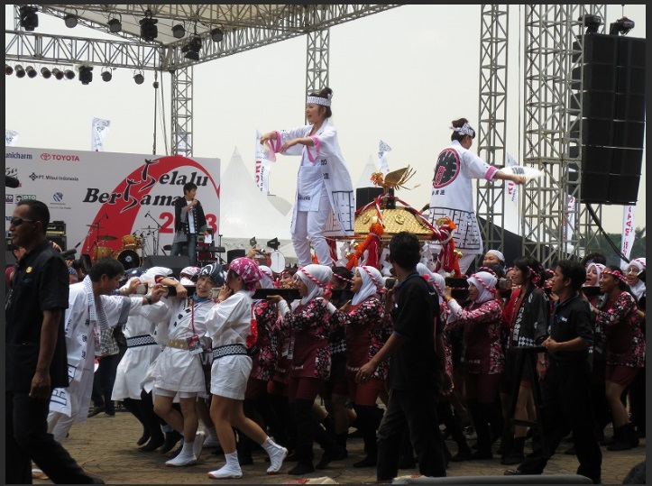 インドネシア:文化体験に人だかり JJM 初出展の企業も