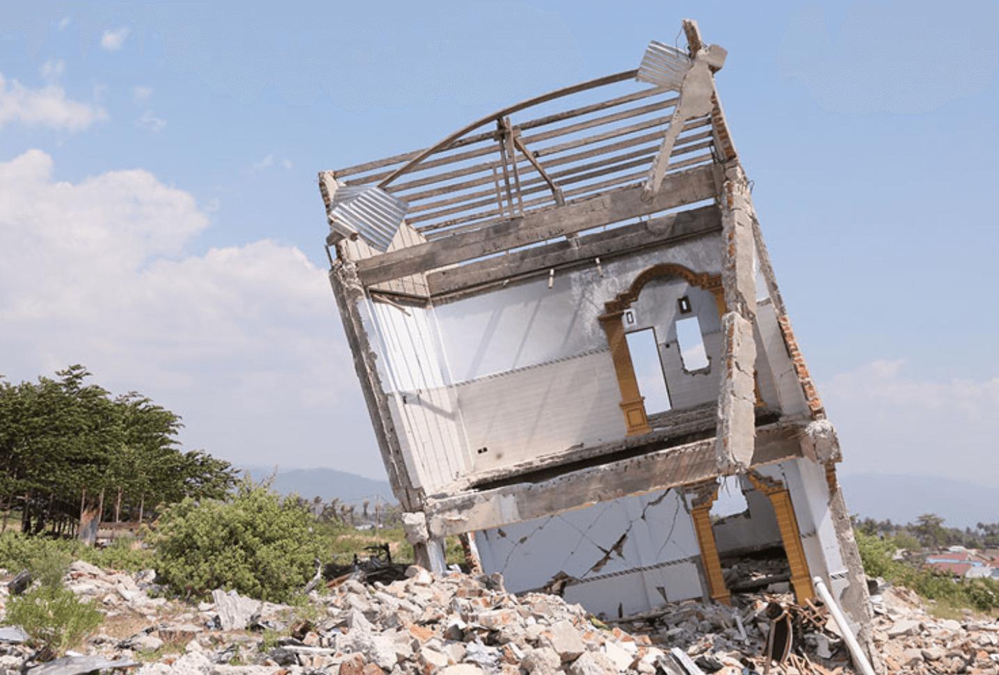 インドネシア:残る傷跡、支え合う人々 中部スラウェシ震災1年