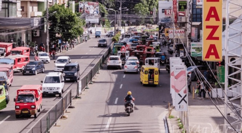 フィリピン:ダバオ救急隊、2台の新型救助車両を受領