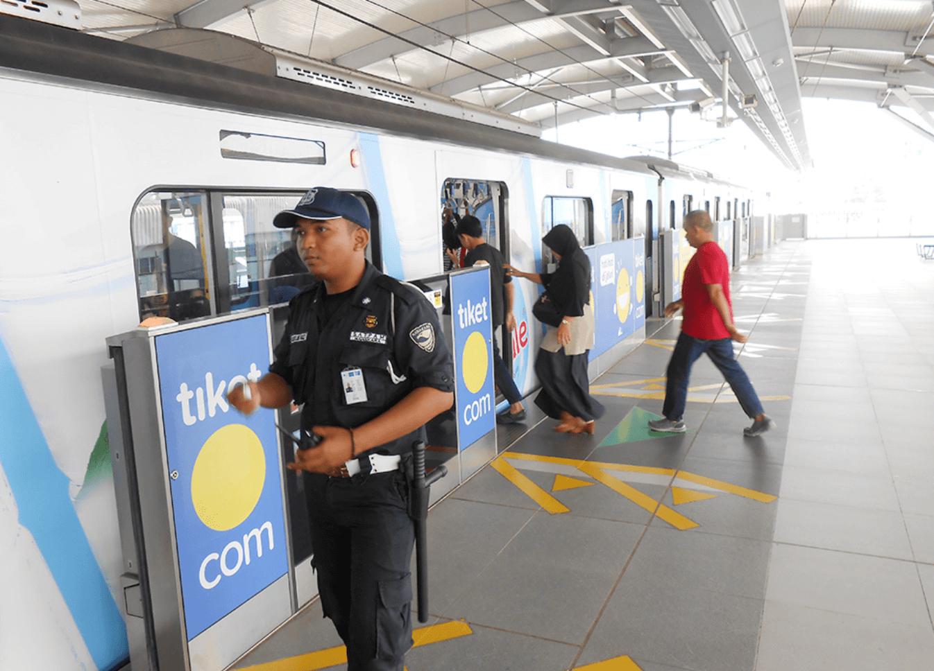 インドネシア:① 日本人鉄道マン奔走 8月大停電 MRT停止 乗客避難の舞台裏