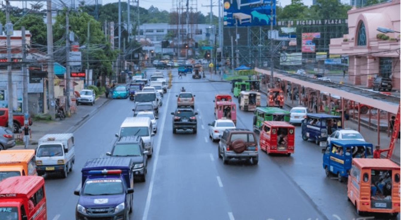 フィリピン:歩道をふさぐ違法な障害物の強制撤去作業、期限後も継続へ