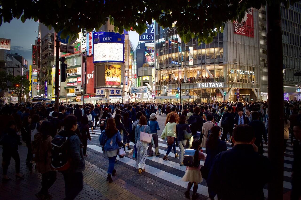 日本:感染拡大防止に国民協力必要、会社休める環境整備を=安倍首相