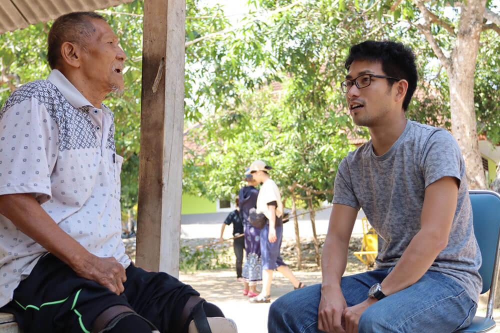 インドネシア:元患者に寄り添う日本人 高島雄太さん ハンセン病「回復村」