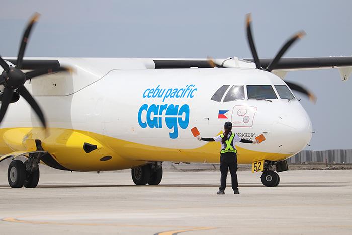 インドネシア:貨物機が着陸試験 首都南方サングレー空港