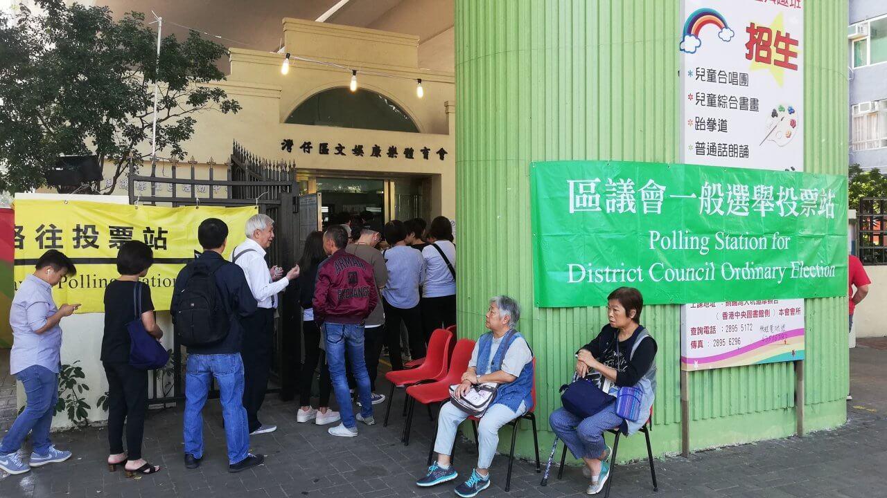 香港:区議会選挙、6対4の割合を維持