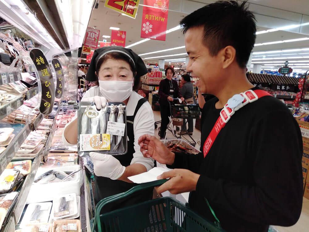インドネシア:「厚揚げ、ししゃもはどこ?」 子どもが先生、スーパーも協力 愛知県高浜市 インドネシア人実習生らの日本語教室