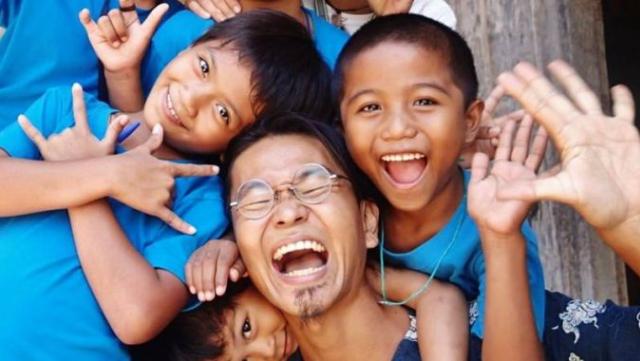 フィリピン:子どもためのクリスマス!パスコフィエスタ開催中