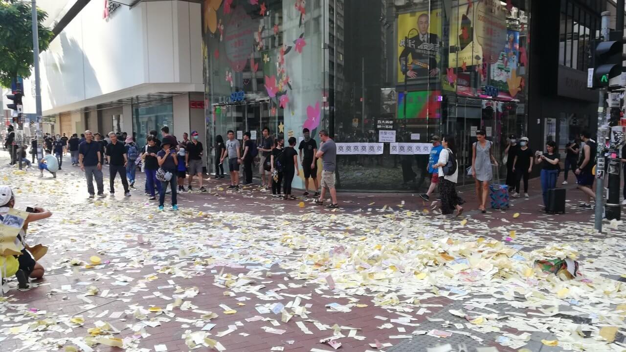 香港:林鄭長官、デマ情報への対応が試練