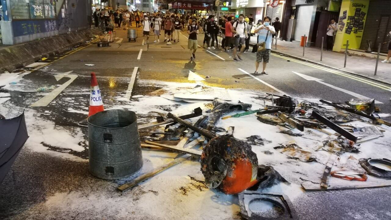 香港:世論調査で違法行為容認が倍増