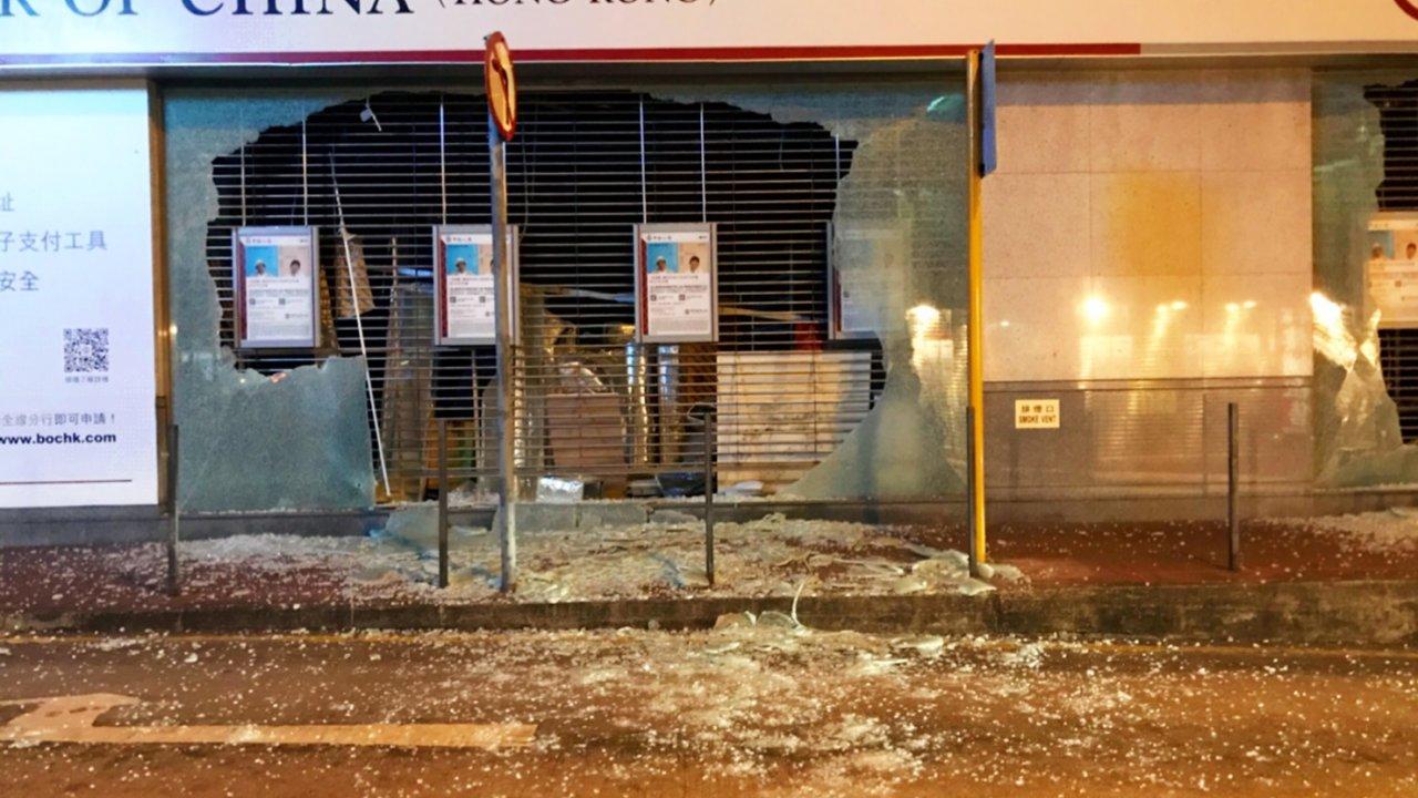 香港:破壊された銀行施設は短期中に修復