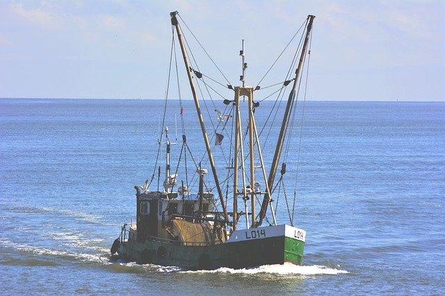 ナトゥナで漁業施設、船舶提供  中国漁船違法操業で 日本