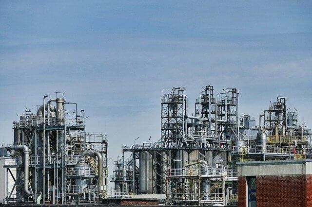 アメリカ:原油先物1年超ぶり安値、週間では16年以降で最大の下げ