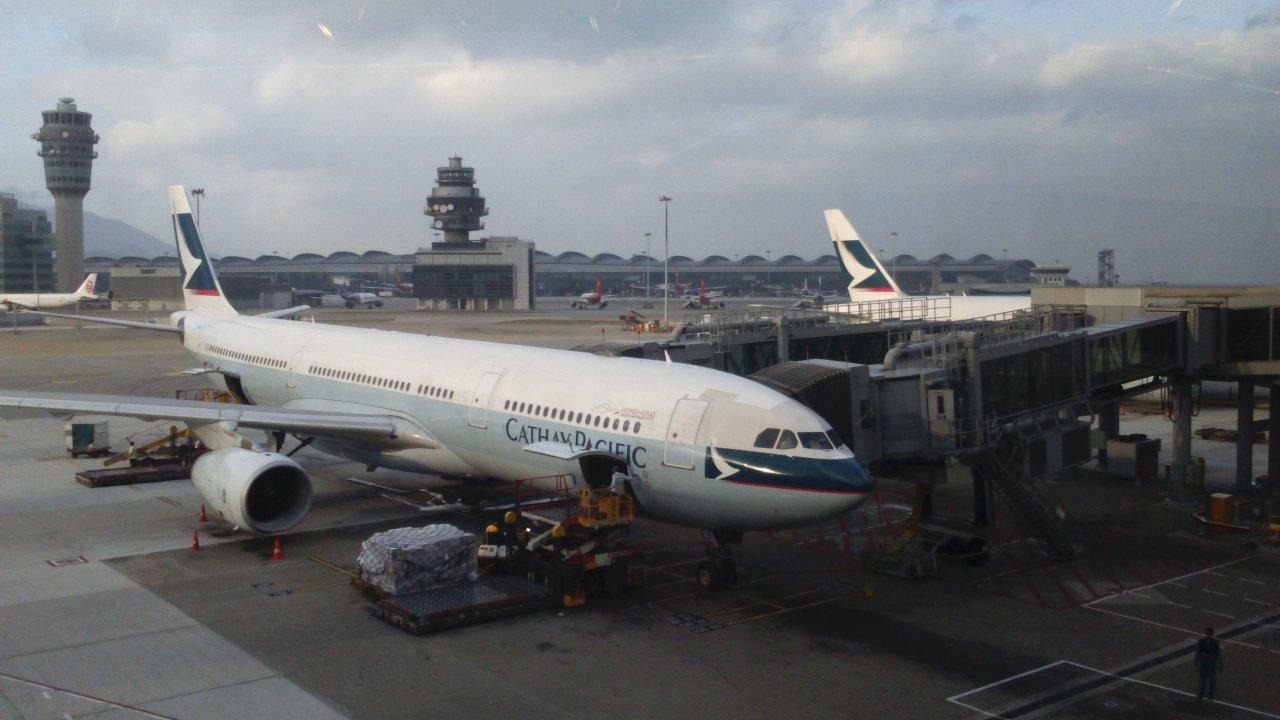 香港:キャセイ乗務員が新型コロナ感染