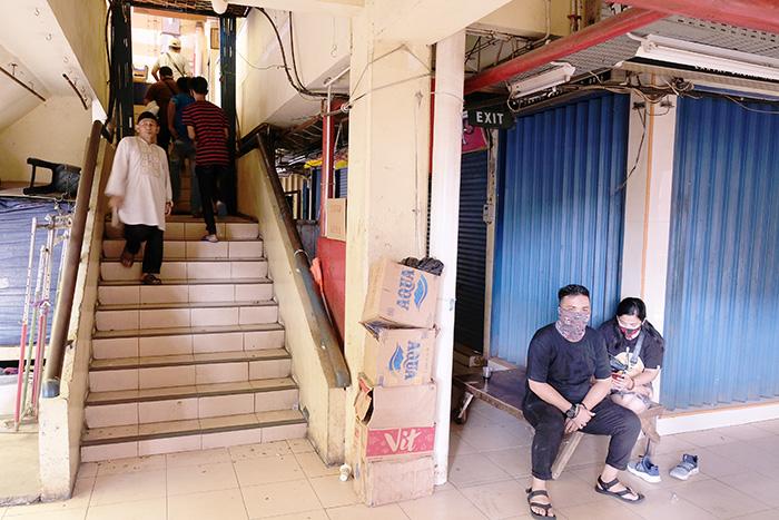 インドネシア:貧困層、急増の恐れ 最大850万人増の試算も 新型コロナ拡大で