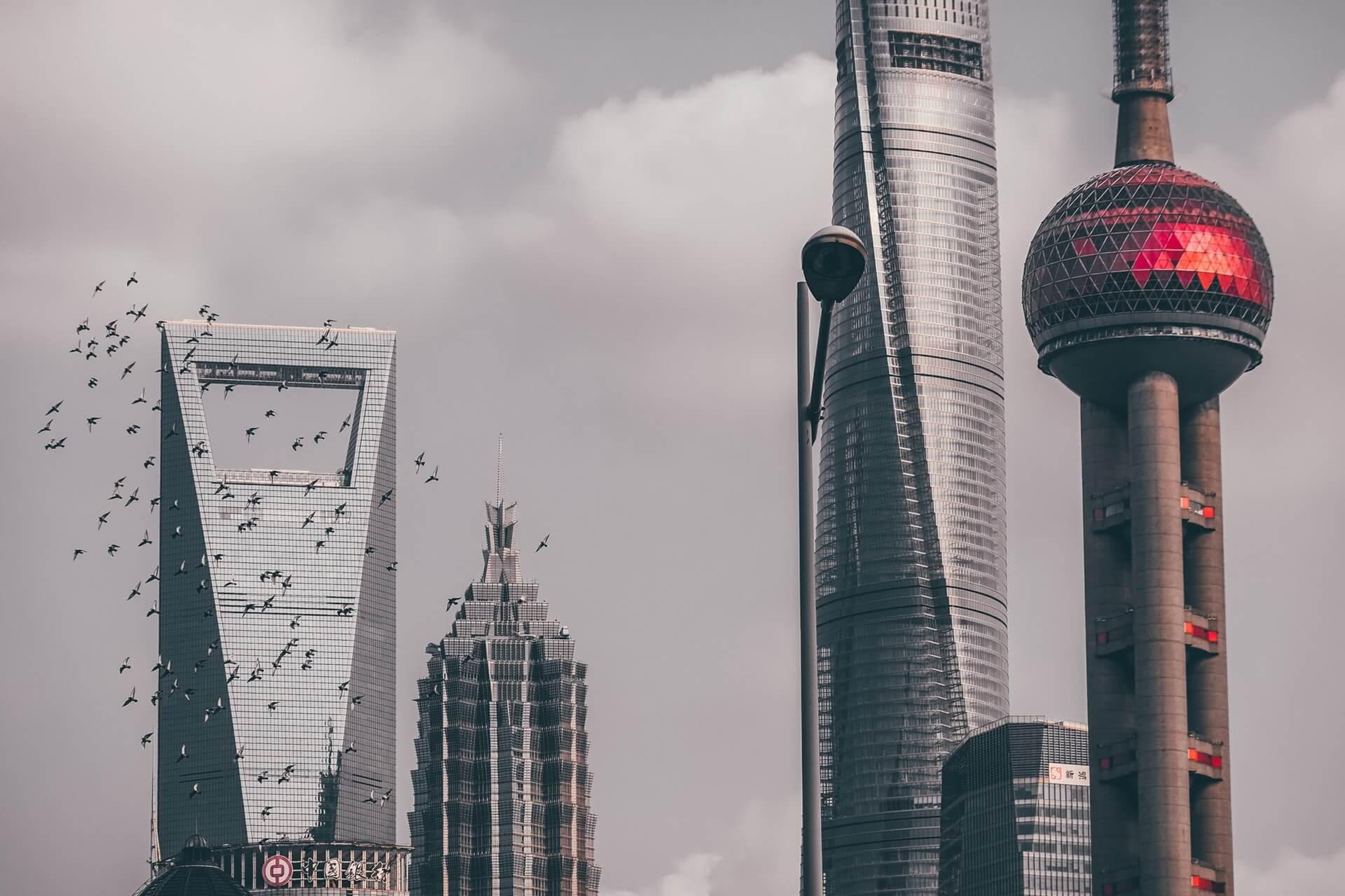 約8割の企業が中国からの生産移管を計画(スイス金融機関UBS調査より)