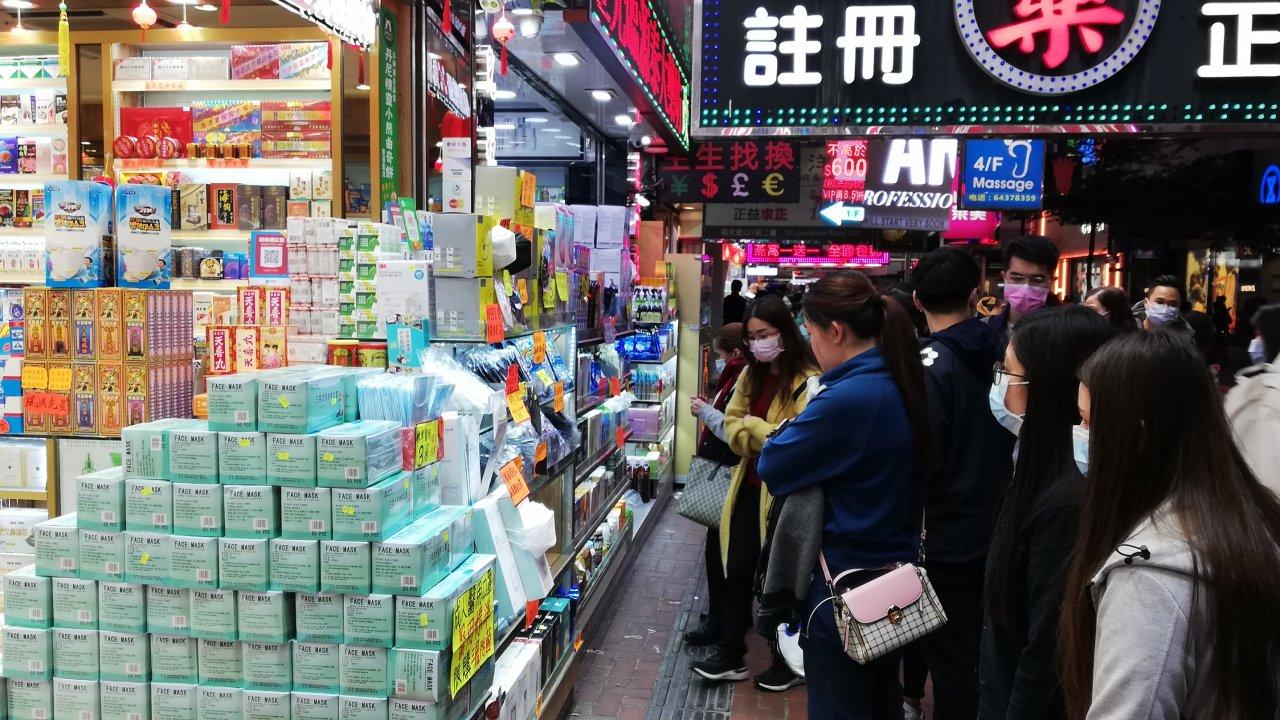 香港ポスト:極狭アパートで5人感染の疑い