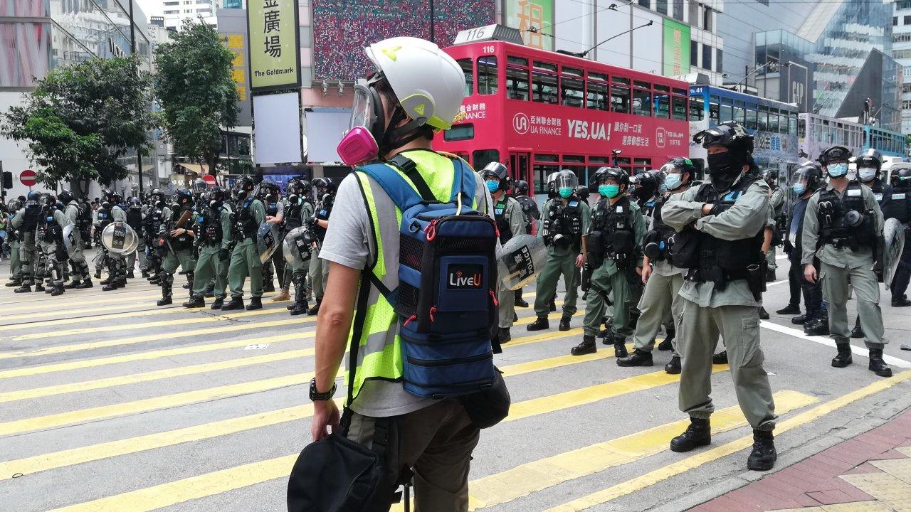 香港:立法会包囲、警官3500人を配備