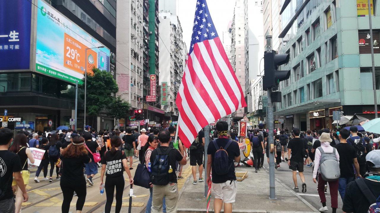 香港:特区政府、「香港自治法案」を非難